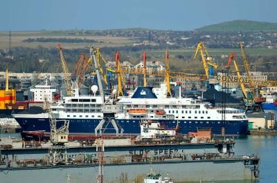 Грузооборот Керченского морского порта за 2 месяца снизился на 66%