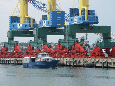 Грузооборот морского порта Южный за 4 месяца увеличился на 4,8%