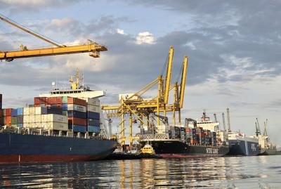 Калининградский губернатор просит Медведева не отказываться от глубоководного порта